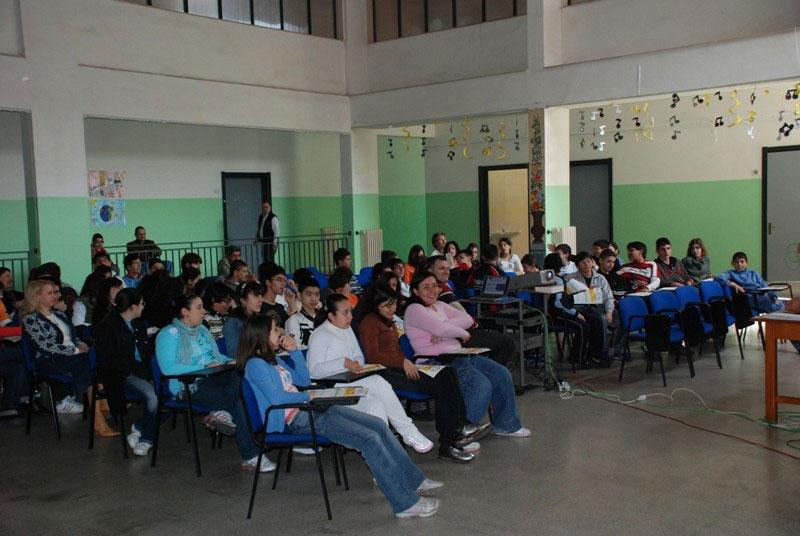 AMI - Giornate della Sicurezza Stradale 18-29 aprile 2007 Cellino San Marco (BR) - Incontro con i Ragazzi della Scuola Media Istituto Comprensivo Statale 'Alessandro Manzoni' di Cellino S. Marco (BR)